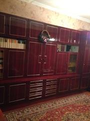 Продам мебель: стенку,  диван и два кресла